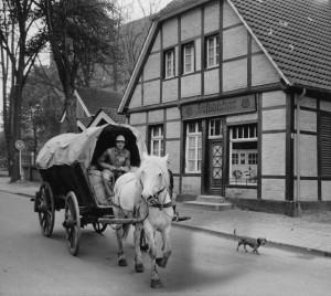 In den 60er-Jahren wurde noch Mehl und Tierfutter mit dem Pferdewagen ausgeliefert.